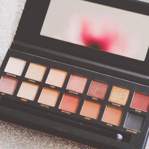 w7-cosmetics-Romanced-eye-clour-palette-
