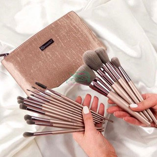 BhCosmetics-Lavish-Elegance-15-Piece-Brush-Set-with-Bag-min